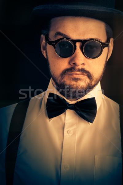 Człowiek górę hat steampunk okulary retro Zdjęcia stock © NicoletaIonescu