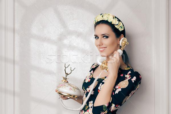 Rétro femme vintage téléphone heureux jeune femme Photo stock © NicoletaIonescu