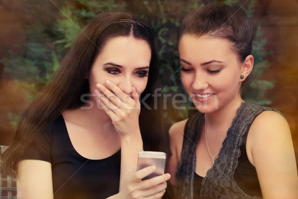 Stockfoto: Jonge · vrouwen · verwonderd · twee · meisjes · kijken