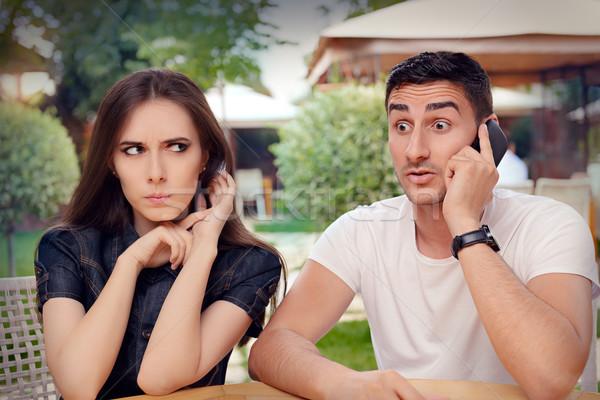 сердиться девушки прослушивании дружок говорить телефон Сток-фото © NicoletaIonescu