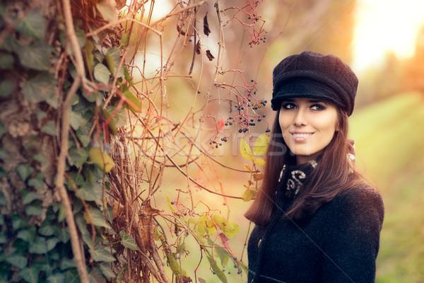 ősz divat nő visel trendi kalap Stock fotó © NicoletaIonescu