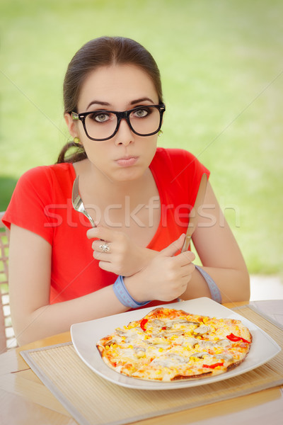 Głodny kobieta ręce piękna dziewczyna diety Zdjęcia stock © NicoletaIonescu
