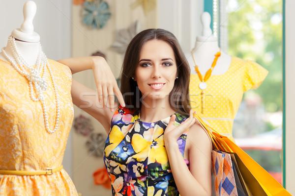 женщину торговых моде магазине желтый Сток-фото © NicoletaIonescu