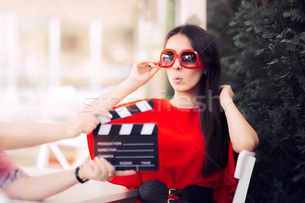 удивленный актриса Солнцезащитные очки съемки фильма Сток-фото © NicoletaIonescu
