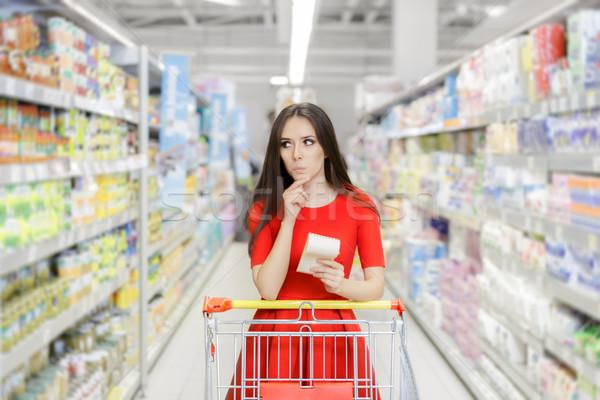 Meraklı kadın süpermarket alışveriş liste genç kız Stok fotoğraf © NicoletaIonescu