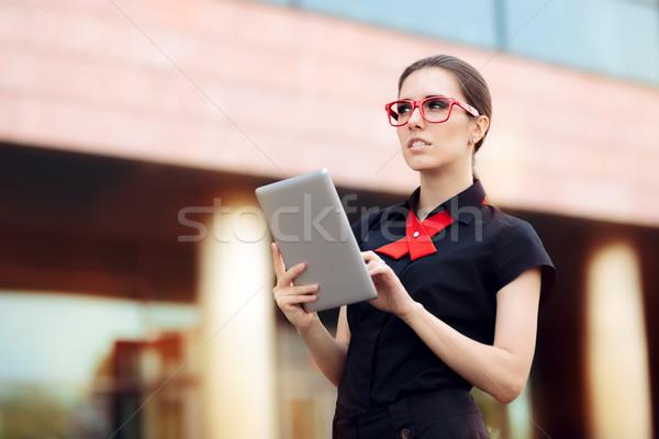 üzletasszony pc tabletta piros keret szemüveg Stock fotó © NicoletaIonescu
