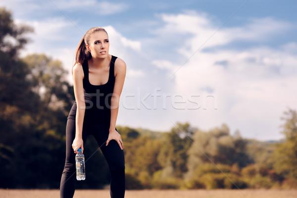Fitnessz lány vizes flakon szabadtér edzés fitt Stock fotó © NicoletaIonescu