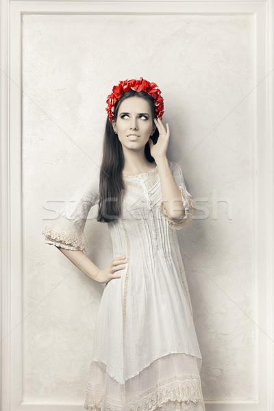 Nő klasszikus stílus fehér ruha virágmintás koszorú Stock fotó © NicoletaIonescu