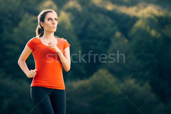 Drôle s'adapter femme courir à l'extérieur fitness Photo stock © NicoletaIonescu
