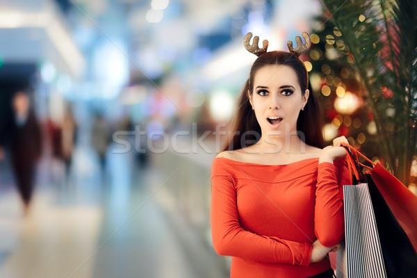 Grappig vrouw christmas rendier winkelen Stockfoto © NicoletaIonescu
