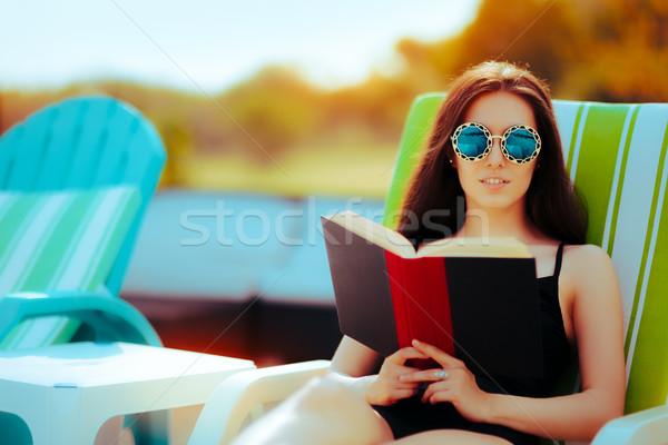 Verano nina lectura libro piscina cute Foto stock © NicoletaIonescu