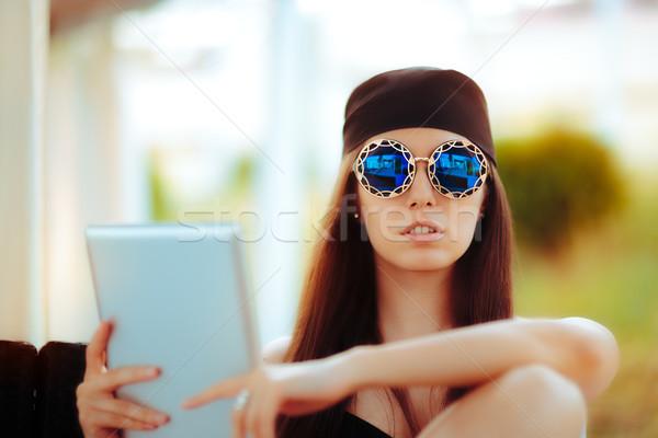 Zomer vrouw zonnebril pc Stockfoto © NicoletaIonescu