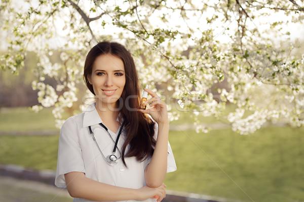 Primavera donna medico sorridere respiratoria Foto d'archivio © NicoletaIonescu