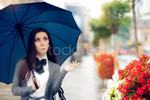 女性 見える タクシー 雨の 天気 都市 ストックフォト © NicoletaIonescu