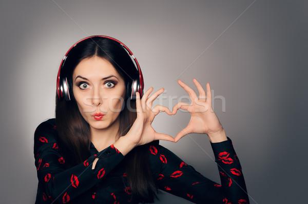 überrascht Mädchen Kopfhörer Herz Zeichen Stock foto © NicoletaIonescu