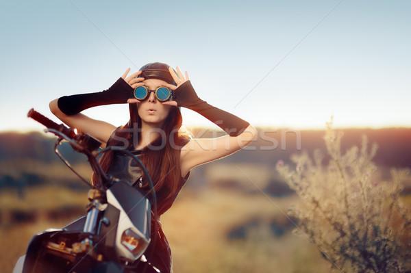 Sorprendido steampunk mujer motocicleta retrato post Foto stock © NicoletaIonescu