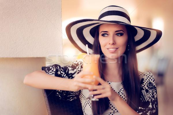 Gelukkig vrouw sinaasappelsap restaurant portret mooie Stockfoto © NicoletaIonescu