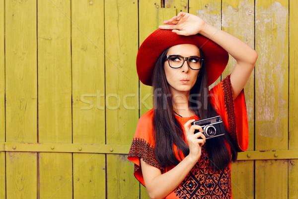 Vicces lány retro fotó kamera piros Stock fotó © NicoletaIonescu