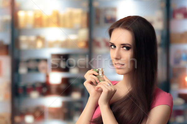Foto stock: Beautiful · girl · teste · perfume · cosméticos · compras · compras
