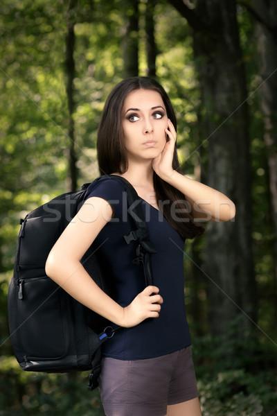 Wandelen meisje reizen rugzak portret jonge vrouw Stockfoto © NicoletaIonescu