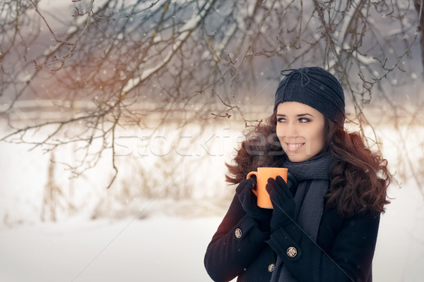 зима женщину горячий напиток кружка красивой Сток-фото © NicoletaIonescu