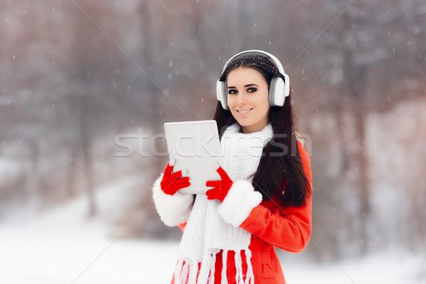 Gelukkig winter meisje hoofdtelefoon pc tablet Stockfoto © NicoletaIonescu
