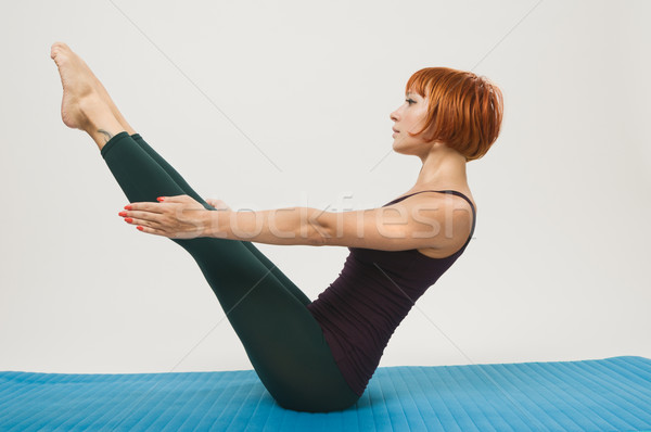 Rouge femme fitness yoga belle Photo stock © nikitabuida