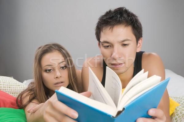 чтение интересный книга кровать пару Сток-фото © nikitabuida