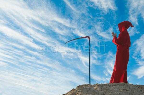 Grimmig cijfer Rood hemel alleen Stockfoto © nikitabuida