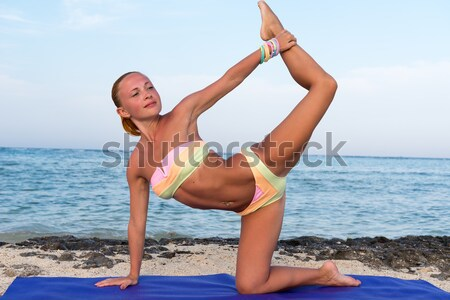 Belle rouge femme plage yoga Photo stock © nikitabuida