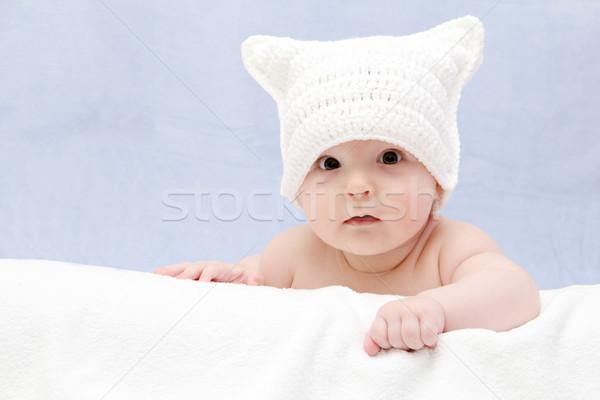 красивой ребенка белый Hat Ложь кровать Сток-фото © nikkos