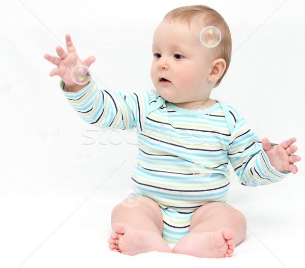 Сток-фото: ребенка · играет · мыльные · пузыри · стороны · улыбка · ребенка