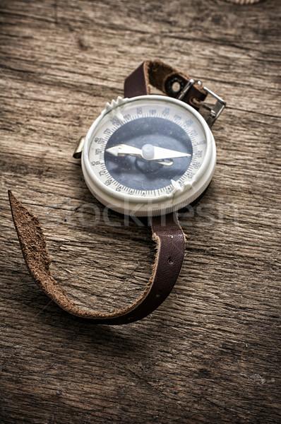 Verouderd kompas houten tafel top retro-stijl achtergrond Stockfoto © nikolaydonetsk