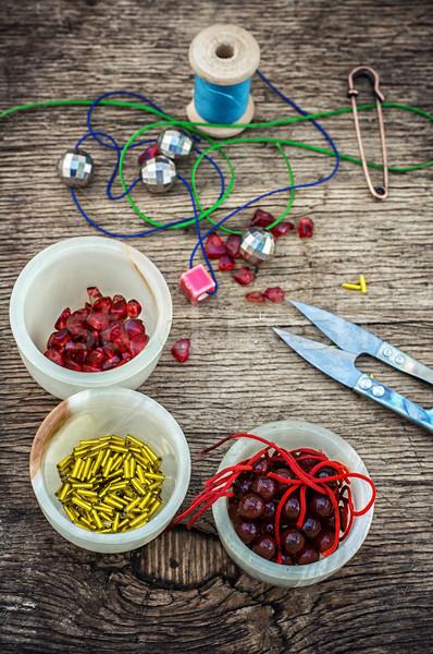 Szett kézimunka gyöngyök fa asztal szerszámok divat Stock fotó © nikolaydonetsk