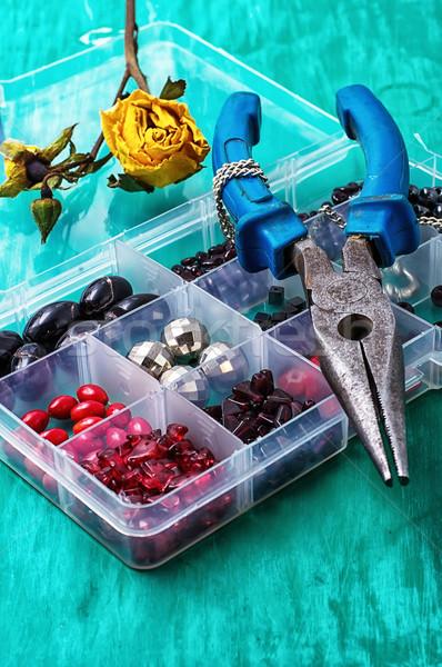 Doboz gyöngyök kézimunka fa asztal egyéb kellékek Stock fotó © nikolaydonetsk