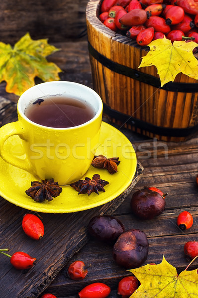 Thé fruits jaune tasse baies laisse Photo stock © nikolaydonetsk