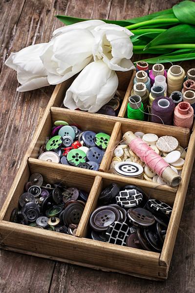 ストックフォト: ミシン · ボタン · 花束 · 白 · チューリップ · 古い