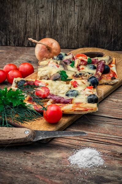 Ev yapımı pizza domuz pastırması lezzetli et zeytin Stok fotoğraf © nikolaydonetsk
