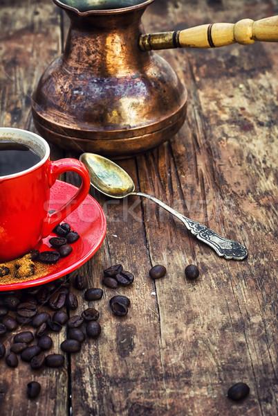 Koffie Rood koffiekopje schotel bonen voedsel Stockfoto © nikolaydonetsk