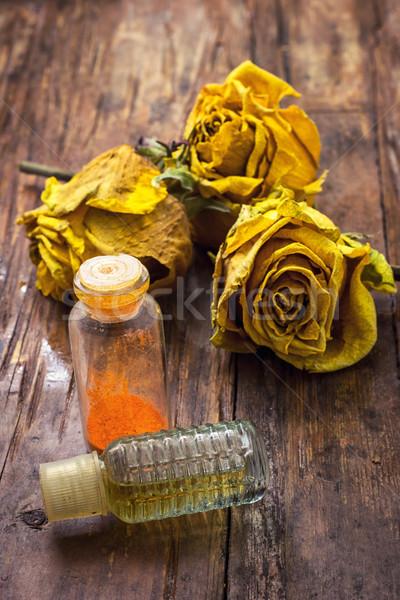 Perfumado amarelo rosas retro garrafa espíritos Foto stock © nikolaydonetsk