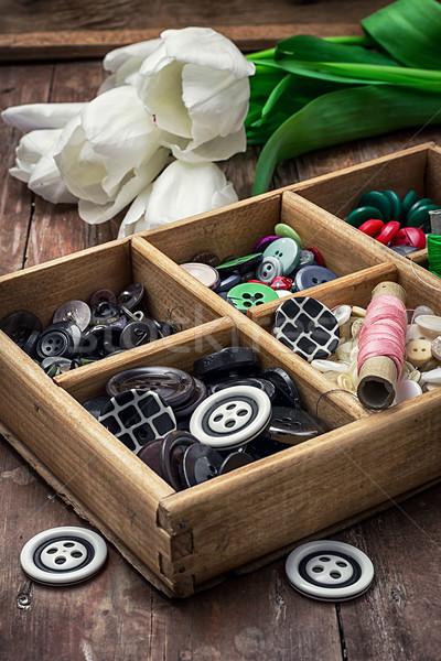 ストックフォト: スレッド · ボタン · 木製 · ボックス · 花束 · 白