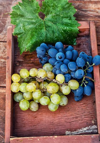 Olgun üzüm iki ahşap kutu şarap Stok fotoğraf © nikolaydonetsk
