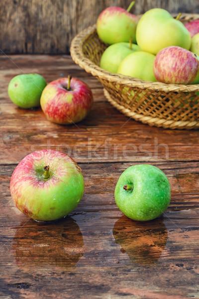 秋 収穫 リンゴ ぬれた 木製のテーブル 農村 ストックフォト © nikolaydonetsk