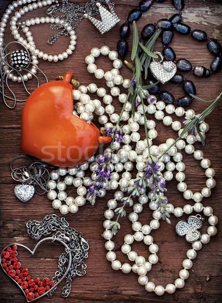 Vintage cartão postal dia dos namorados jóias coração fundo Foto stock © nikolaydonetsk