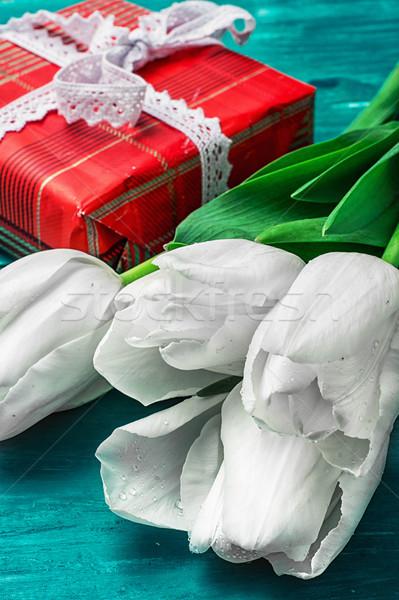 Geschenk favoriet tulpen geschenkdoos boeket witte Stockfoto © nikolaydonetsk