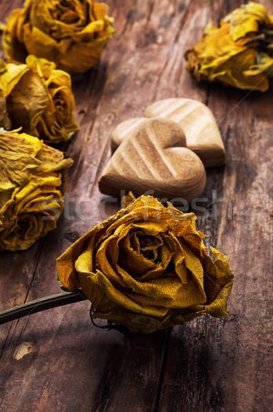 Szimbolikus szív valentin nap fából készült citromsárga rózsák Stock fotó © nikolaydonetsk