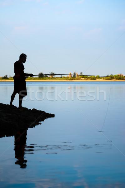 Paal vissen silhouet man Blauw vrede Stockfoto © nilanewsom