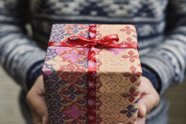 молодым человеком подарок молодые кавказский человека Сток-фото © nito