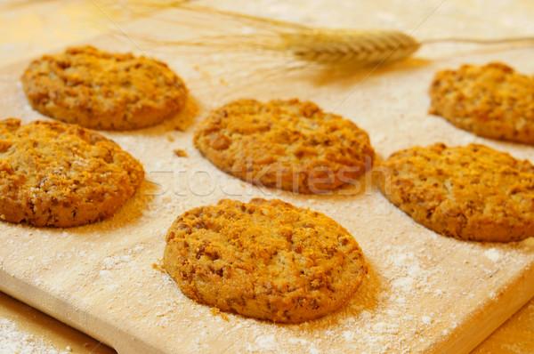 Kepek kurabiye ahşap lekeli zemin Stok fotoğraf © nito