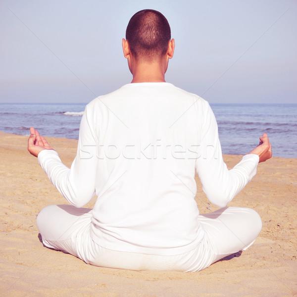 Stockfoto: Meditatie · iemand · mediteren · zee · retro · effect